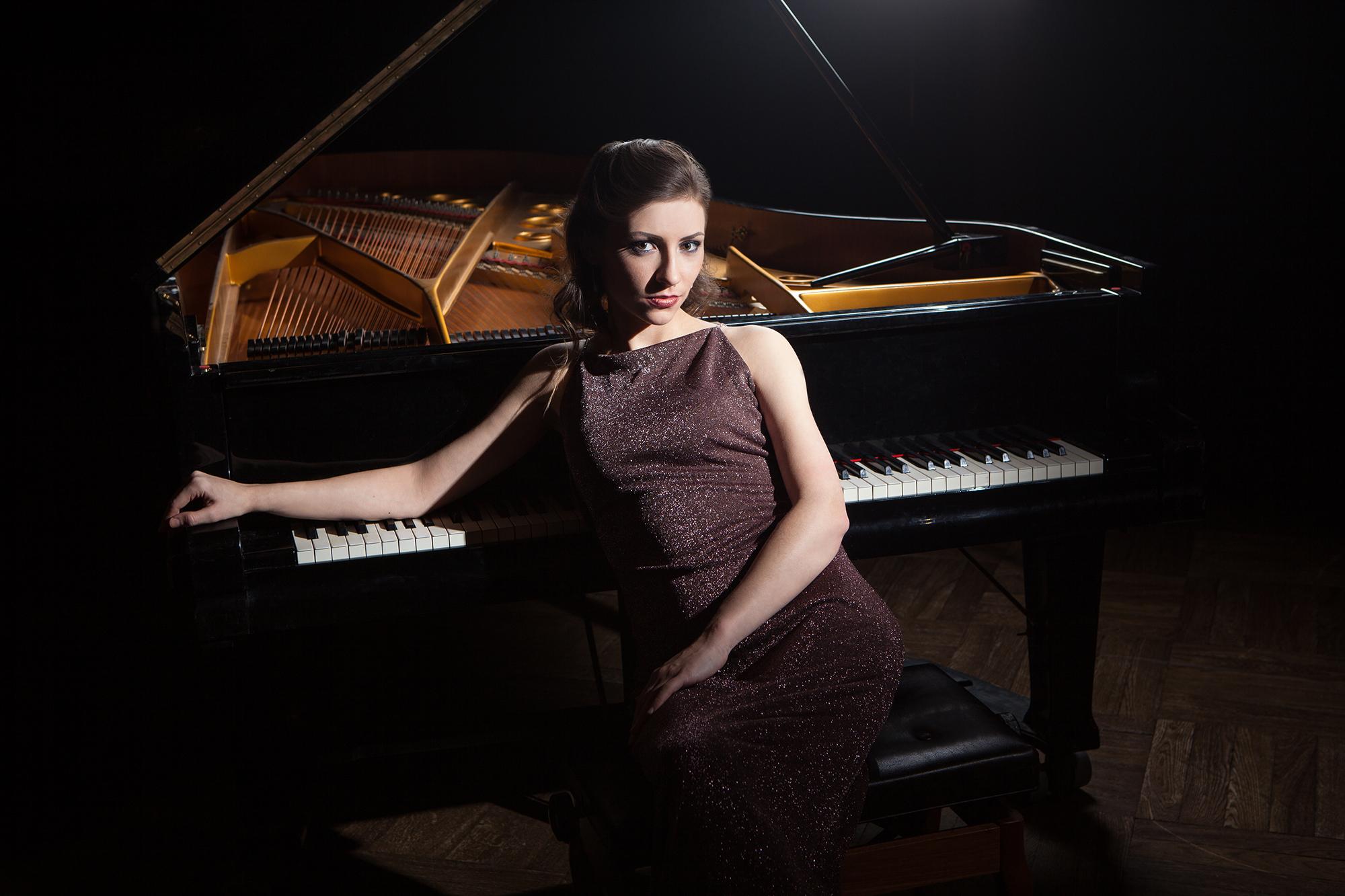 CONCERT DE PIANO. ANNA DMYTRENKO