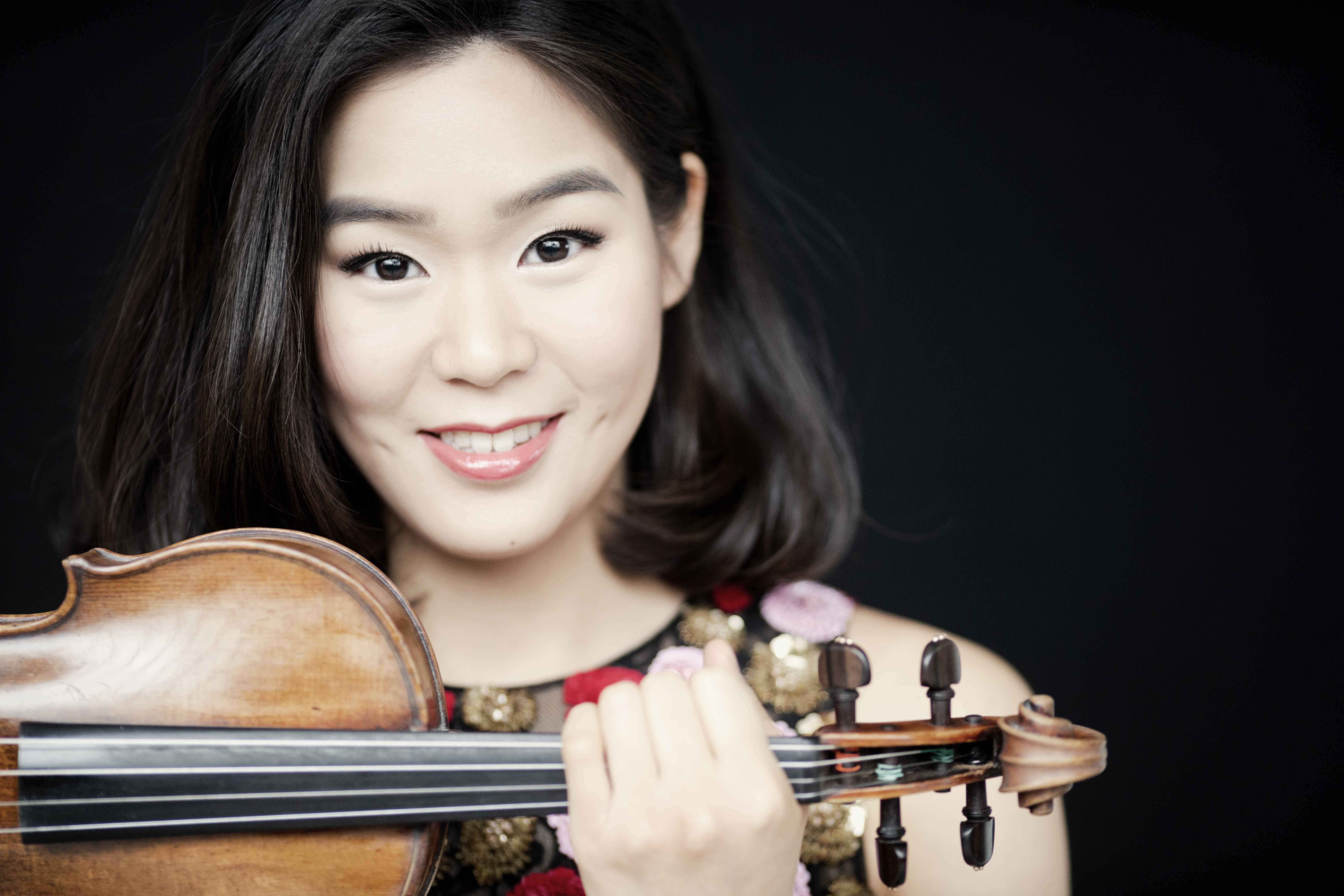 Esther Yoo & OCM. El Concierto para  violín de Sibelius